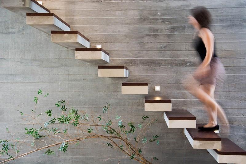 korlát nélküli lépcső